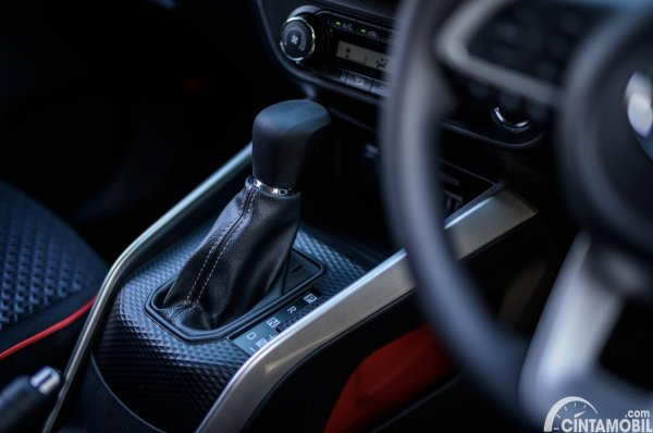 Gambar tuas transmisi Daihatsu Rocky dan Toyota Raize