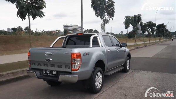 Foto tampak belakang Ford Ranger 2.2 XLT 2021