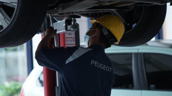 Gambar menunjukan Perawatan pada mobil