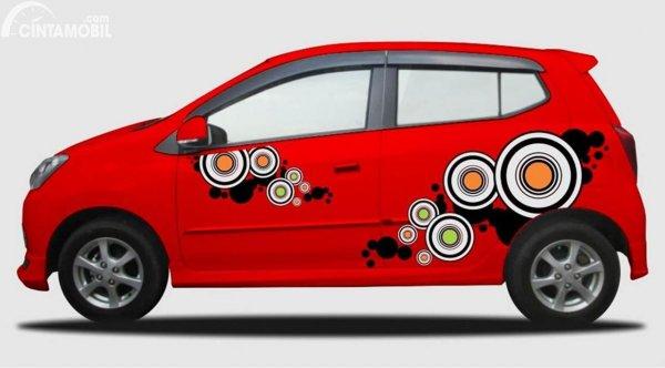 Modifikasi Stiker Mobil Agya Merah