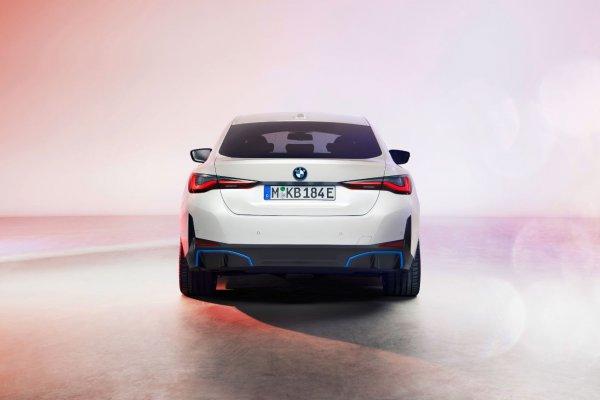 Gambar menunjukan BMW i4