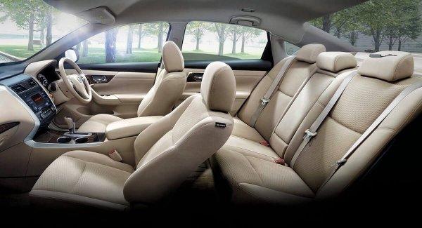 Gambar menujukkan interior mobil