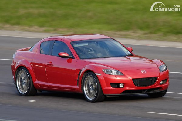 mobil Mazda warna merah