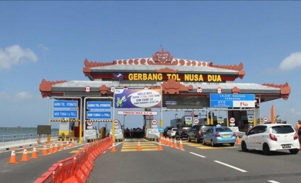 Foto menunjukkan Gerbang Tol Nusa Dua Bali, lokasi uji coba LET IT FLO di Tol Bali Mandara