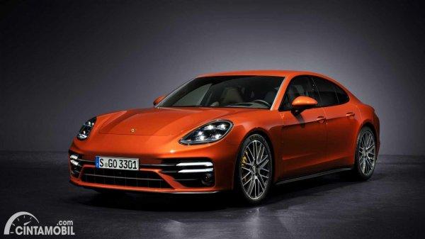 tampak Porsche Panamera orange