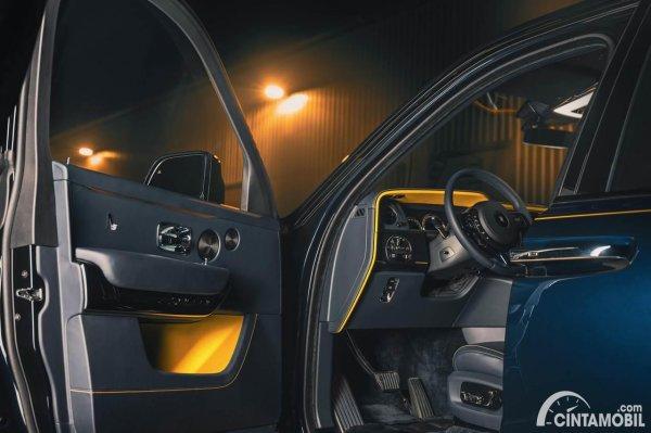 Rolls-Royce Cullinan Black Badge Sloss interior