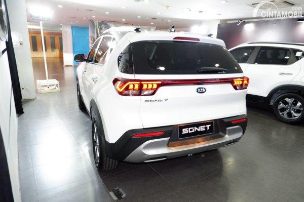 Foto tampilan belakang KIA Sonet Smart 2021