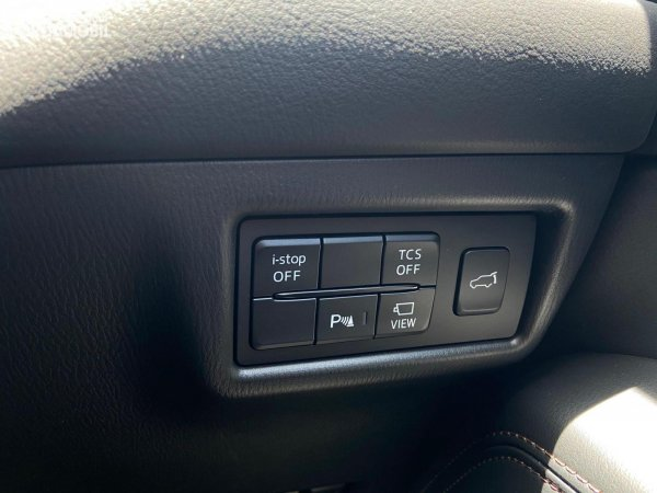 Foto tombol pengatur fitur Mazda CX-5 GT 2021