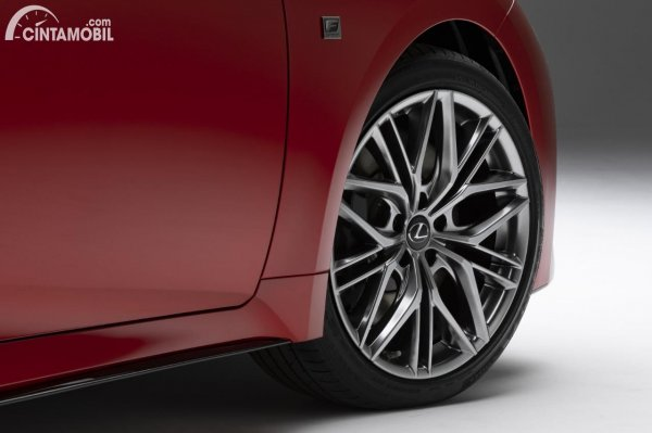 Gambar ban dan velg Lexus IS 500 F Sport Performance 2021