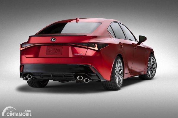 Gambar tampilan belakang Lexus IS 500 F Sport Performance 2021