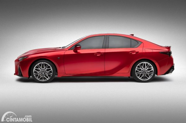 Gambar tampilan samping Lexus IS 500 F Sport Performance 2021