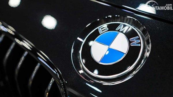 tampilan logo BMW