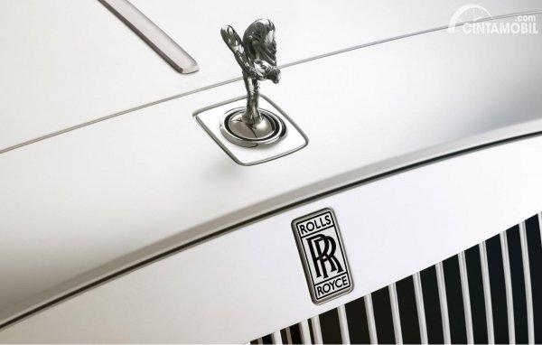 Tampilan kap mobil Rolls Royce
