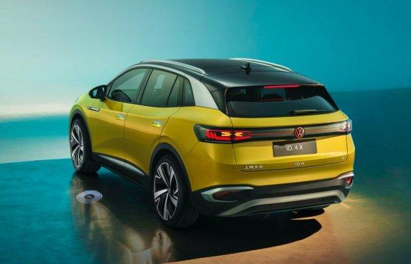 Foto VW ID.4 X tampak samping belakang