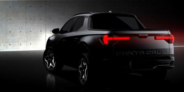 Foto Hyundai Santa Cruz tampak samping belakang