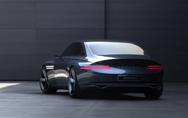 Foto Genesis X Concept tampak samping belakang