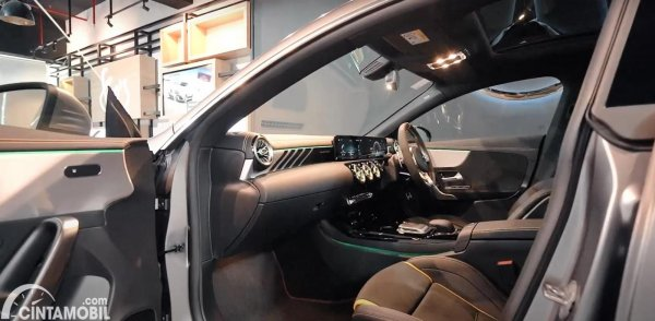 tampilan kabin Mercedes-AMG CLA 45s