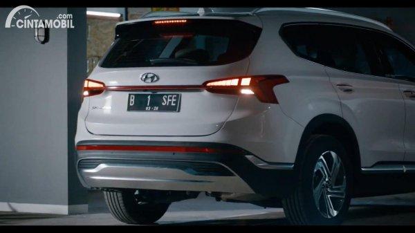 Gambar tampilan belakang New Hyundai Santa Fe