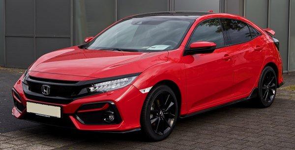 Honda Civic Merah yang Terlihat Mewah