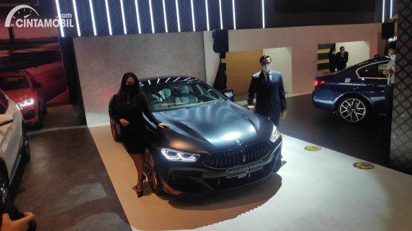 Gambar menunjukan Mobil BMW