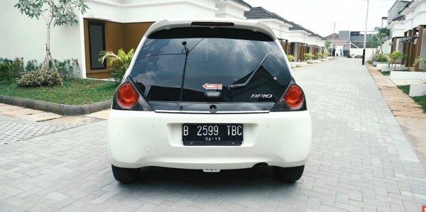 Mobil Honda Brio Satya Putih