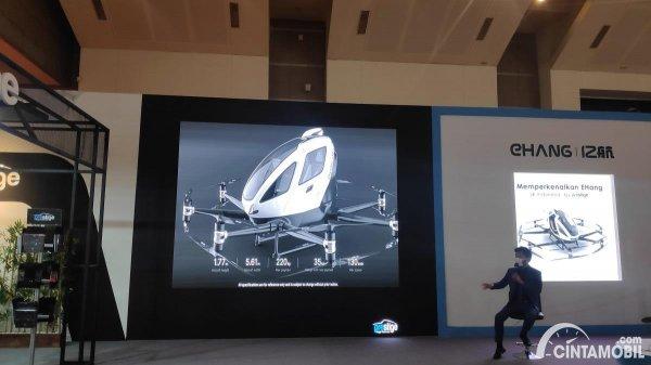 Gambar menunjukan Tesla di IIMS