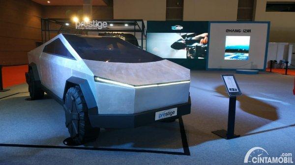 Foto Dummy Tesla Cybertruck