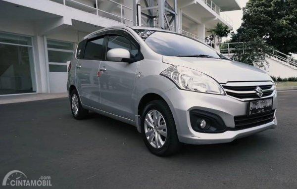 Suzuki Ertiga abu-abu