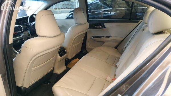 Foto interior belakang Honda Accord VTi-L 2013