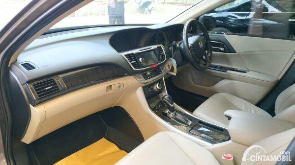 Foto interior Honda Accord VTi-L 2013