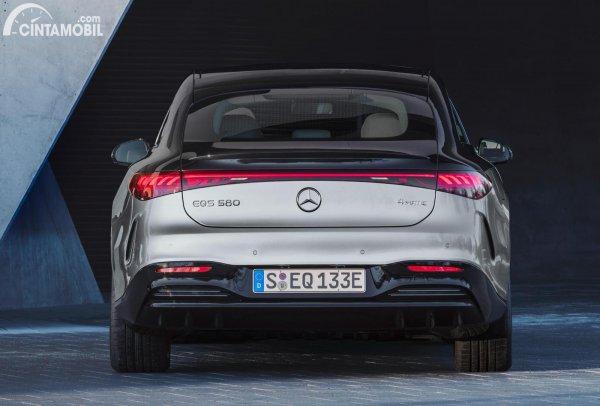 Tampilan belakang Mercedes EQS 2022