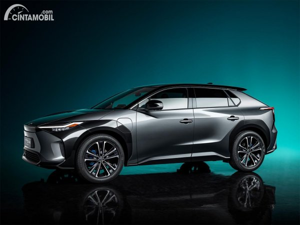 Tampilan samping Toyota bZ4x concept