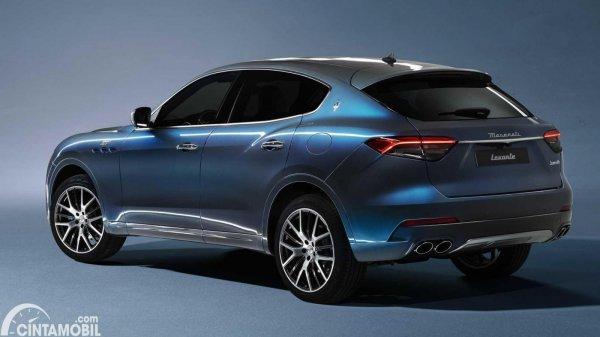 Tampilan belakang Maserati Levante Hybrid 2021