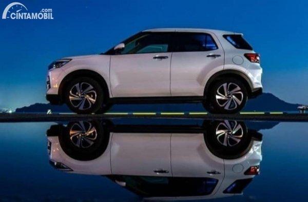 Gambar tampilan samping Toyota Raize 2021