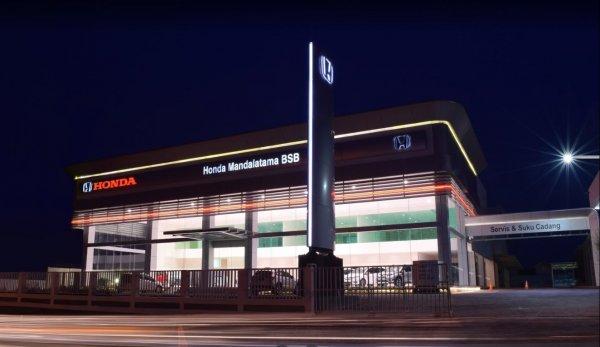 Foto Honda Mandalatama (BSB) pada malam hari