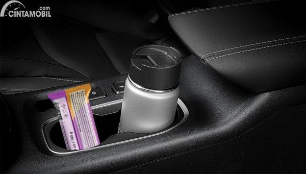 Minuman di dalam mobil
