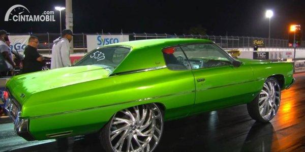 Chevrolet Impala 30 inch drag race