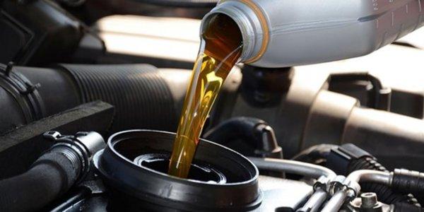 mengganti oli secara rutin akan menjaga performa kendaraan