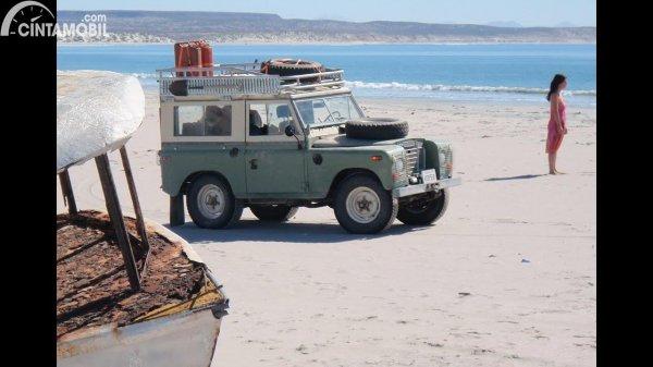 gambar mobil liburan