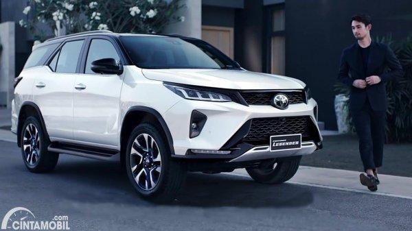 Tampilan Toyota Fortuner 2021 putih