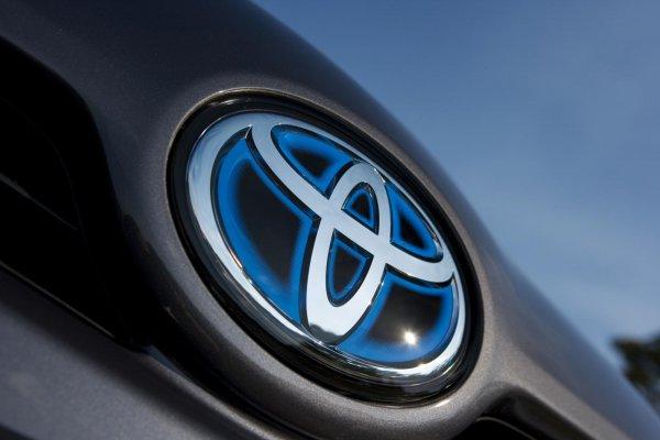Gambar menunjukan Toyota EV