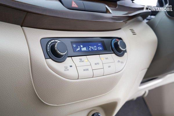 fitur head unit dari interior Suzuki Ertiga