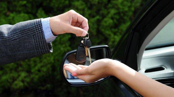 penyerahan kunci mobil