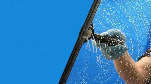 membersihkan kaca mobil dengan wiper