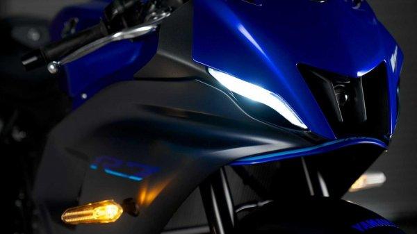 Gambar menunjukan Yamaha R7
