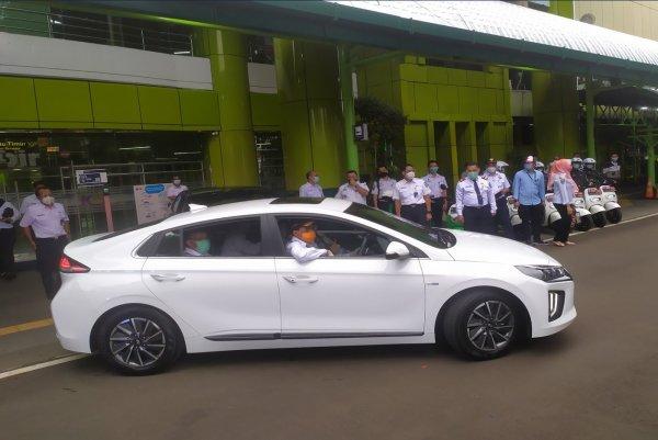 Foto Menhub jajal mobil listrik Hyundai Ioniq