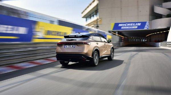 Gambar menunjukan tampilan belakang Nissan Ariya