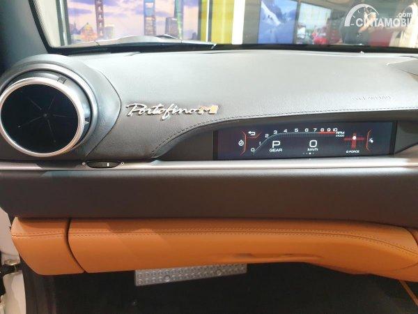 Foto Display Penumpang Ferrari Portofino M 2021