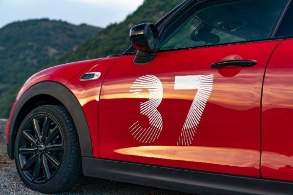 Gambar menunjukan Mobil MINI