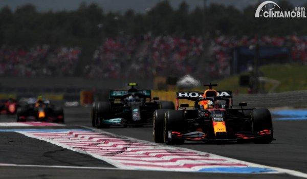 Gambar Verstappen vs Hamilton